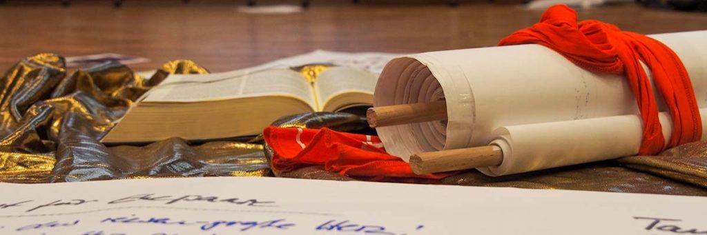 Schriftrolle, Bibel, und Arbeitsblatt