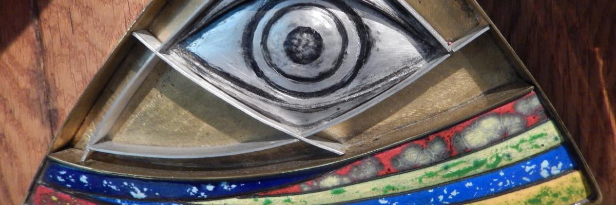 Auge Gottes über dem Regenbogen